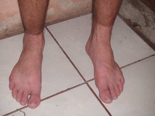 Valentins Füße nach dem Ausziehen der Wanderschuhe. Man sieht: Es war sehr staubig!