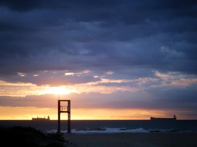 Wenn wir morgens bei Sonnenaufgang aufbrechen, ist alles noch ruhig. Die Spanier schlafen lange und wir haben ruhige Straßen und angenehme Temperature. Die Morgenstunden sind meist der erholsamste Teil des Tages. Und bei solch einem Ambiente, warum auch nicht?