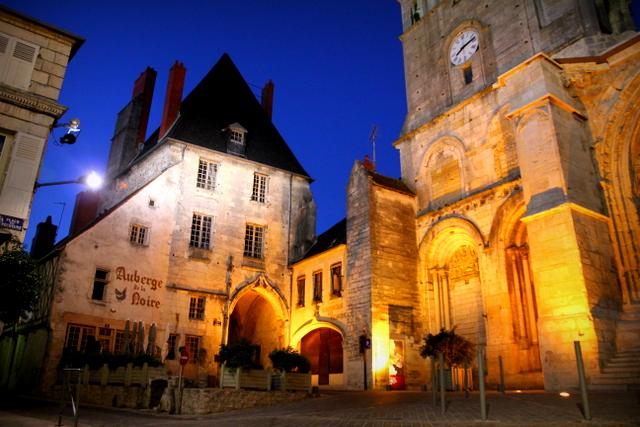 Auberge de la Loire und Notre-Dame de La Charité