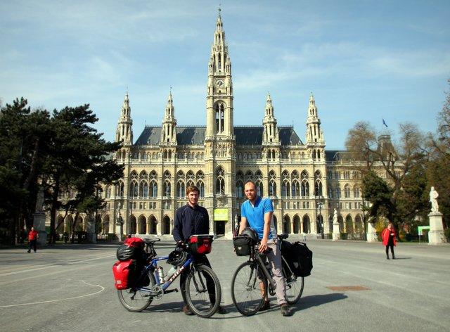Vor dem Rathaus in Wien