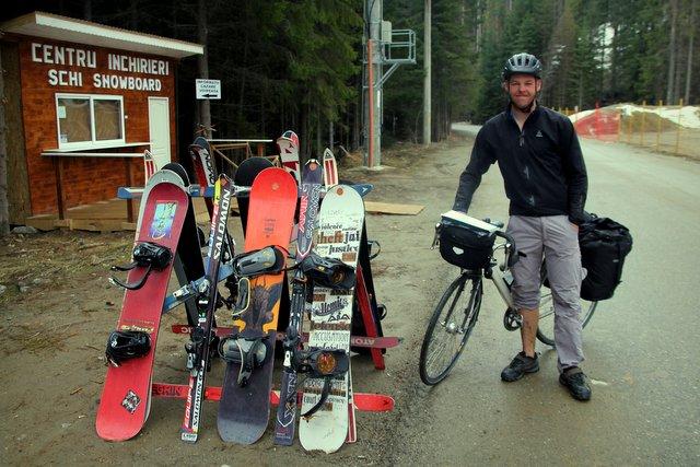 Mit dem Fahrrad zum Snowboarden