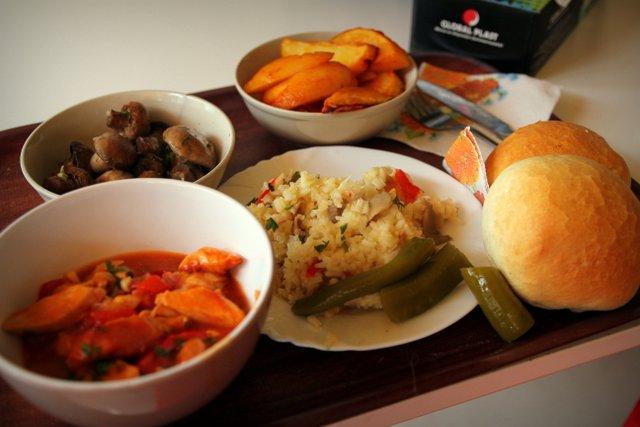 Meine Auswahl in einem rumänischen Fast-Food-Imbiss. Überraschend abwechslungsreich und toll zubereitet.
