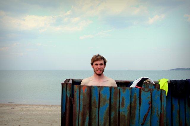 """Felix in der """"Umkleidekabine"""" am Schwarzen Meer"""