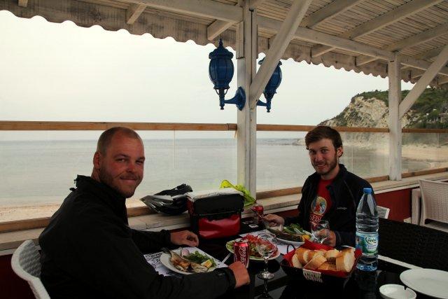 Ein romantisches Dinner mit frischem Fisch aus dem Schwarzen Meer.