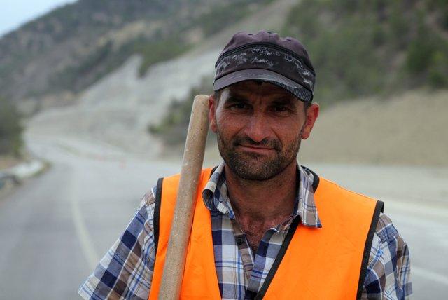 Einer der vielen Bauarbeiter, die kontinuierlich am Straßennetz werkeln.