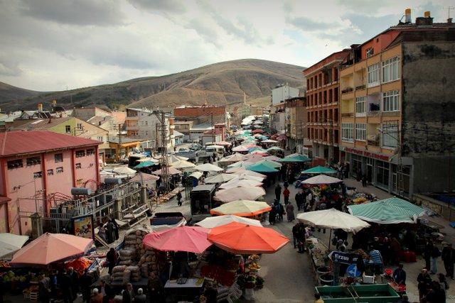 Der belebte Wochenmarkt in der Provinzhauptstadt Bayburt.