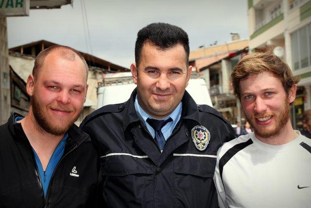 Die türkische Polizei, dein Freund und Helfer!