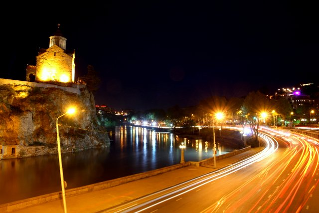 Tiflis bei Nacht.