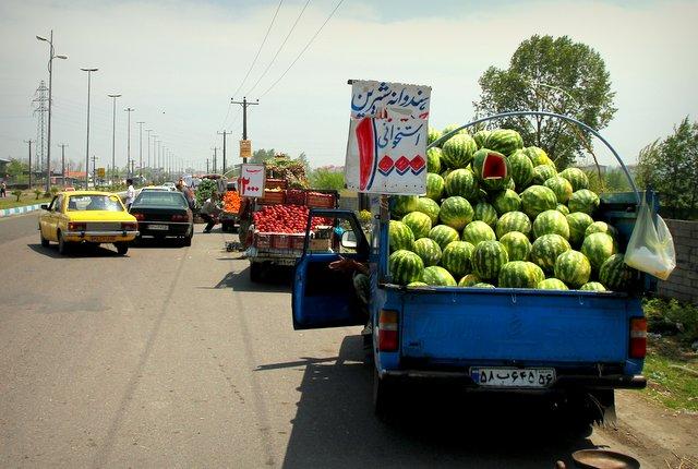 Erst zum Melonenwagen, dann Tomaten, Orangen und Gurken. Einkaufen mal anders.