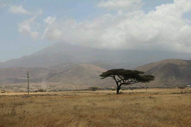 Im Hintergrund der Mount Meru.