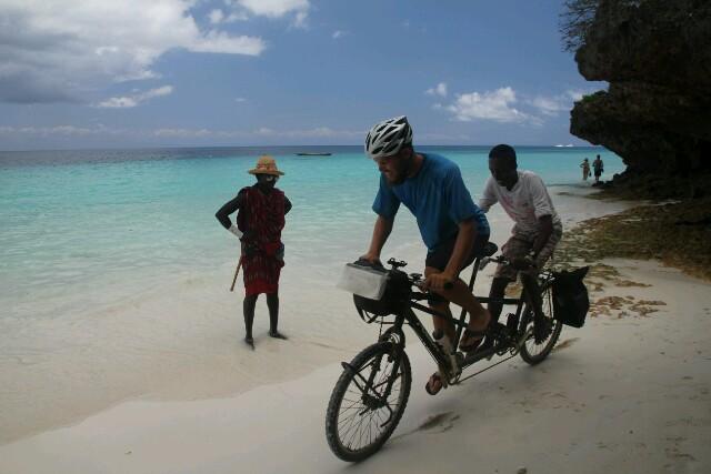 Neugierige Mitfahrer am Strand von Kendwa