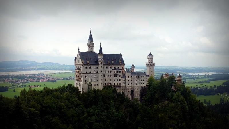 Blick auf Schloss Neuschwanstein von der Marienbrücke.